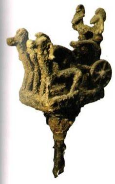 Скульптурная группа – колесница (украшение колесницы) Ранняя стадия позднего бронзового века, -14 в. до н.э., Лчашен, Курган № 1, бронза, 29x12, 5x7 см, НИМА