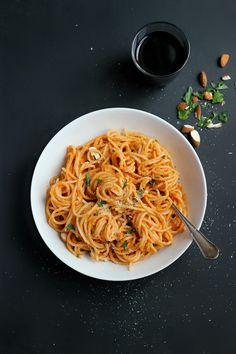 Smoky Tomato Almond Pasta Sauce #vegan ⎮ happy hearted kitchen Sheena Criswell www.essentialoillovers.com