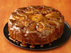 See how to make Food Network Magazine's Caramel Apple Cake recipe as a festive fall centerpiece for your Thanksgiving dessert spread. Apple Cake Recipes, Apple Desserts, Just Desserts, Delicious Desserts, Dessert Recipes, Yummy Food, Apple Cakes, Cupcakes, Cupcake Cakes