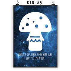 Poster DIN A5 Pilz aus Papier 160 Gramm  weiß - Das Original von Mr. & Mrs. Panda.  Jedes wunderschöne Motiv auf unseren Postern aus dem Hause Mr. & Mrs. Panda wird mit viel Liebe von Mrs. Panda handgezeichnet und entworfen.  Unsere Poster werden mit sehr hochwertigen Tinten gedruckt und sind 40 Jahre UV-Lichtbeständig und auch für Kinderzimmer absolut unbedenklich. Dein Poster wird sicher verpackt per Post geliefert.    Über unser Motiv Pilz      Verwendete Materialien  Wir verwenden ein…