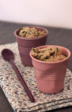 Rillettes de thon à la ciboulette Appetizer Recipes, Appetizers, Bruschetta Bar, Pesto Dip, French Kitchen, Chutney, Bon Appetit, Entrees, Tapas