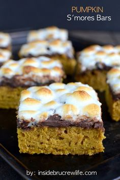 Mix a little bit of #Summer with a little bit of #Fall and get these delicious Pumpkin S'mores Bars