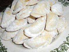 Těsto zpracujeme, dáme na chvíli odpočinout, pak vyválíme plát asi jako na linecké (s těstem se dobře pracuje), vykrajujeme kolečka, plníme... Snack Recipes, Dessert Recipes, Snacks, Desserts, Christmas Cookies, Stuffed Mushrooms, Chips, Food And Drink, Bread