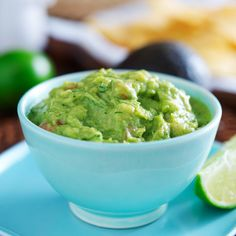 Heart-Healthy Guacamole - What a difference an avocado can make. Recently published research has shown that bad cholesterol levels can be reduced by adding an avocado a day to a heart-healthy diet. Spicy Guacamole Recipe, Guacamole Dip, Fresh Guacamole, Avocado Recipes, Best Detox Foods, Sweet Potato Hummus, Heart Healthy Diet, Healthy Eating, Avocado