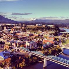 Chattanooga - One Of The Most Beautiful Cities Ever. Love this place! Oh The Places You'll Go, Great Places, Places To Travel, Places To Visit, State Of Tennessee, Chattanooga Tennessee, Downtown Chattanooga, Nashville, Most Beautiful Cities