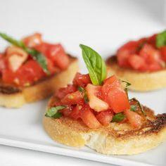 Leuk voor de borrel: zelfgemaakte bruschetta's! #food #tomato