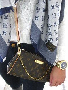 Inspiratie van Luois Vuitton ... Helemaal te gek de combinatie van blauw met goud http://www.facebook.com/sieradentipsentrends