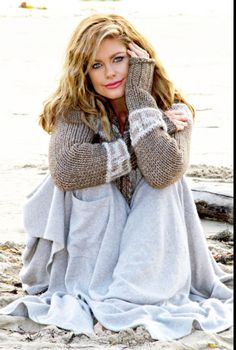 Kathy Ireland in her natural habitat on the Beach! Ireland Beach, Ireland Pictures, Kathy Ireland, Brunette Hair, Celebs, Celebrities, Hollywood Actresses, Supermodels, Fashion Models