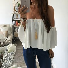 summer outfits White Off The Shoulder Top + Denim (Top Moda Invierno) Mode Outfits, Casual Outfits, Fashion Outfits, Spring Summer Fashion, Spring Outfits, Outfit Summer, Traje Casual, School Looks, Mode Style