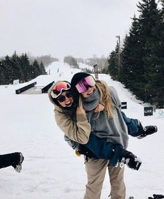 Ski pals skiiiing baby winter photography, snow pictures ve Mode Au Ski, Foto Poster, Snowboard Girl, Ski Goggles, Goggles Glasses, Snow Pictures, Best Friend Pictures, Friend Pics, Winter Pictures