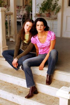 Alexis Bledel and Lauren Graham as Rory and Lorelai Gilmore, Gilmore Girls