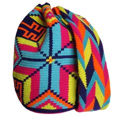 Full Moon Mochila Wayuu Bag | Handmade and Fair Trade Wayuu Mochila Bags – LOMBIA & CO. | www.LombiaAndCo.com