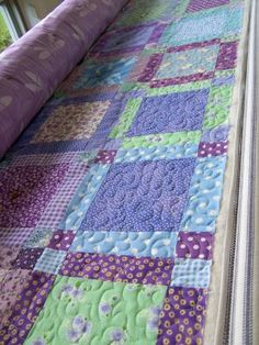 love the simple pattern and the color combination in this quilt...very pretty