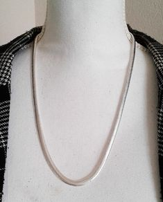 Bijoux SILVER BALL beads Choker necklace with large Hammered HEART pendant