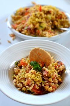 Cheering for Mumbai: Bombay Chowpatty-Style Bhel Puri - Spice in the City Indian Snacks, Indian Food Recipes, Asian Recipes, Indian Foods, Indian Desserts, Puri Recipes, Lunch Recipes, Cooking Recipes, Yummy Recipes
