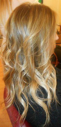 Spotted...in salone! Capelli biondi...ma firmati Degradé Joelle! #cdj #degradejoelle #tagliopuntearia #degradé #dettaglidistile #welovecdj #clientefelice #beautifulhair #naturalshades #hair #hairstyle #hairstyles #haircolour #haircut #fashion #longhair #style #hairfashion