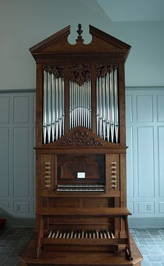 What a cute little pipe organ!!!