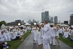Toronto's Diner en Blanc pops up at Fort York - thestar.com