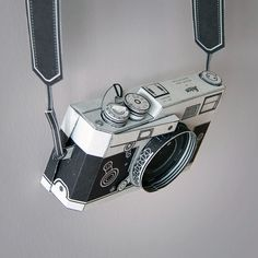 Printable 'Lie-ca M3' camera by Matthew Nicholson -- You can actually take photographs with this paper camera!!!