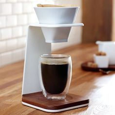 Extract the energy from your coffee to the fullest by using this modernized form of conventional Starbucks Premium Pour-Over Brewer.
