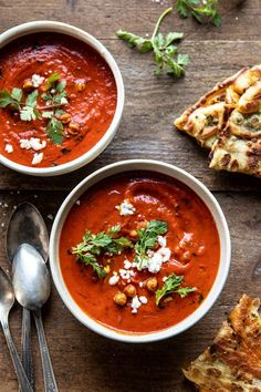 (almost vegan) Creamy Moroccan Tomato Soup. that easy weeknight soup that's quick, healthy, and actually delicious too. it's creamy, a little bit spicy, topped with crispy chickpeas and a spr… Vegan Tomato Soup, Vegan Soup, Tomato Tomato, Vegetarian Soup, Soup Recipes, Dinner Recipes, Healthy Recipes, Healthy Soup, Milk Recipes