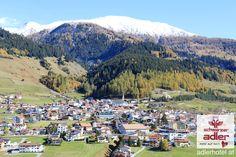Nauders am Reschenpass, Schnee bedeckt die Berggipfel. Dolores Park, Travel, Sun Rays, Snow, Autumn, Summer, Viajes, Destinations, Traveling