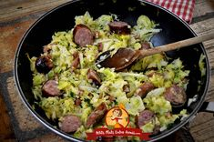 Poêlée de chou blanc saucisses et lardons | Petits Plats Entre Amis Paella, Guacamole, Potato Salad, Potatoes, Mexican, Cooking, Ethnic Recipes, Quiches, Lightning