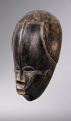 Africa | Old mask from the Bete / Guro people of the Ivory Coast | Wood; light to dark brown patina