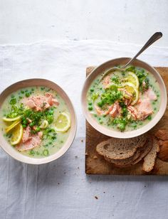 This Salmon and dill cullen skink recipe is creamy and comforting yet still light on calories, coming in at just under 500 Salmon Recipes, Fish Recipes, Soup Recipes, Healthy Recipes, Keto Recipes, 30 Min Meals, Easy Meals, Cullen Skink Recipe, Scottish Recipes