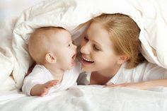 Baby-Körpersprache: Wir erklären Ihnen hier die typischen Signale in der Körpersprache Ihres Babys und geben eine Übersetzungshilfe für die Babysprache. © Thinkstock