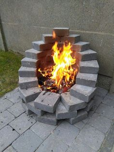 Easy and Cheap Fire Pit and Backyard Landscaping Ideas. Garten Design 01 Easy and Cheap Fire Pit and Backyard Landscaping Ideas Cheap Fire Pit, Diy Fire Pit, Fire Pit Backyard, Backyard Patio, Backyard Seating, Patio Roof, Diy Patio, Patio Bar, Modern Backyard