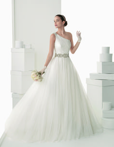 Vestidos de noivas de Rosa Clará para 2014. #casamento #vestidodenoiva