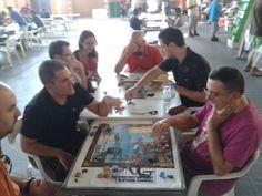 Jugando el torneo de 21 Mutinies en REQ 2014 / Playing the 21 Mutinies tournament in REQ 2014. #asylumgames #boardgames #roleplaying #boardgamegeek #bgg #quart #juegos #juegosdemesa #jocs #jocsdetaula #rol #21mutinies #pirates