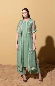 Dress Indian Style, Indian Fashion Dresses, Indian Outfits, Indian Wear, Stylish Dress Designs, Designs For Dresses, Stylish Dresses, Simple Pakistani Dresses, Pakistani Dress Design