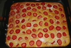 POTŘEBNÉ PŘÍSADY: 3 vejce 1 hrnek cukru (třeba moučka nebo krupice) ½ hrnku oleje 1 hrnek mléka 2 hrnky polohrubé mouky (možná trošku více) 1 prášek do pečiva ovoce moučkový cukr na posypání POSTUP PŘÍPRAVY: Z bílků ušleháme sníh. Pie, Baking, Food, Buns, Pinkie Pie, Bread Making, Patisserie, Fruit Flan, Essen