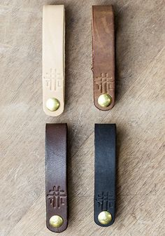 Thrux Lawrence. 5/8 wide 8-9 oz Horween leather. Included with every Foldover Fob: 1 Horween leather strap in the color of your choice 4 Solid Brass binding posts (aka: Chicago Screws): ½ in, ¾ in, 1 in, 1 ¼ in. 2 Leather Washers (in your color choice) to add spacing as needed    Details:  Binding post diameter: 3⁄16 in.