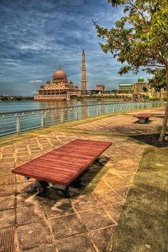 Розовая мечеть в Малайзии, восхищающая своей красотой и величием - Путешествуем вместе