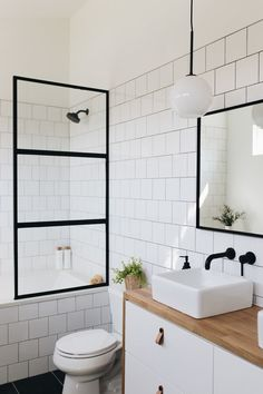 Small bathroom renovations 93238654772643697 - Modern master bath with floating vanity Source by anunblurredlady Modern Bathroom Design, Bathroom Interior Design, Bathroom Designs, Contemporary Bathrooms, Bathroom Layout, Interior Modern, Bathroom Colors, Apartment Bathroom Design, Colorful Bathroom