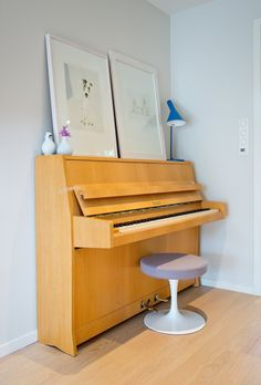 that piano stool