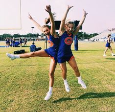 @clara elise Cheer Picture Poses, Cheer Poses, Best Friend Pictures, Bff Pictures, Bff Pics, Bff Goals, Best Friend Goals, Cheerleading Pictures, Softball Pictures