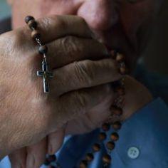Άγιος Παΐσιος: «Αυτή την Προσευχή να λέτε κάθε μέρα και ο Θεός θα είναι πάντα δίπλα σας» - ΕΚΚΛΗΣΙΑ ONLINE We The People, Prayers, Rings For Men, Faith, Greek Pastries, Verses, Jars, Men Rings, Loyalty