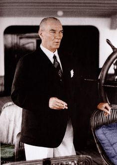 Mustafa Kemal Ataturk, first president of the Republic of Turkiye. Ataturk fought hard to make Turkiye a secular democratic modern nation. Coco Chanel, Elie Saab, Turkish Army, Great Leaders, World Peace, Fashion Moda, Men's Fashion, Historical Pictures, World Leaders