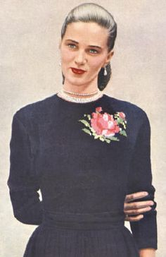 Pullover Sweater with graph Rose Motif Vintage Knitting Pattern for download Bust 32-39