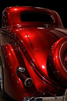 So nice, I had to pin it twice. This car has the best back end of any vintage car. Of any car. It is the most perfect red in the world. Just dark enough with a metallic finish. I could lose my mind over this car. And it's so Dick Tracy. I would be cool forever. I would drive around just to have people see me in this car. @cassiechronicle