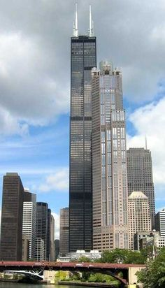 9th tallest building in the world - Willis (Sears) Tower - Chicago, IL 1,450 ft 108 floors