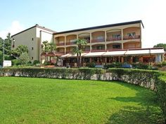 Parcolago 2 Caslano Parcolago 2 offers accommodation in Caslano, 300 metres from Alprose Chocolate Factory. The unit is 1 km from Mount Caslano.  There is a dining area and a kitchen as well as a private bathroom. A flat-screen TV is featured.