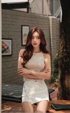 Asian girls are winning! Beautiful Chinese Women, Most Beautiful Women, Cute Asian Fashion, Korean Fashion, Really Pretty Girl, Cute Asian Girls, Asian Ladies, Asian Celebrities, China