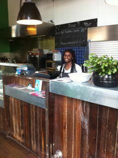 Want to grab some great Surinam food? Visit 'Eten bij de Baas' - Amsterdam East Side - Inoost.metmik.nl vlakbij piet heinkade