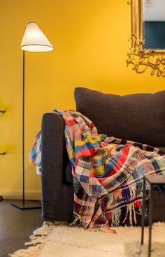 La lampe «Ella» se décline également en finition «Bronze». Clem, Decoration, Interior Inspiration, Corner, Bronze, Blanket, Latest Trends, Caravan, Openness