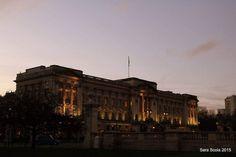 Royal sunset at Buckingham Palace London UK #loves_london #postmyuk #igerslondon #ig_london_shots #ig_londonphotographers #ig_england #ig_united_kingdom #ig_greatbritain #loves_england #icu_britain #uk_greatshots #buckingham #palace #queen #elizabeth #victoria #sunset #london #uk #december #lights #royal #travel #architecture #city #britain by sara_scola